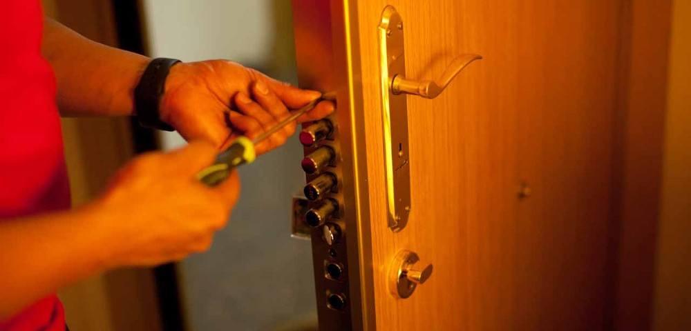 cerraduras2 1000x480 - Instalación Cerraduras Alicante