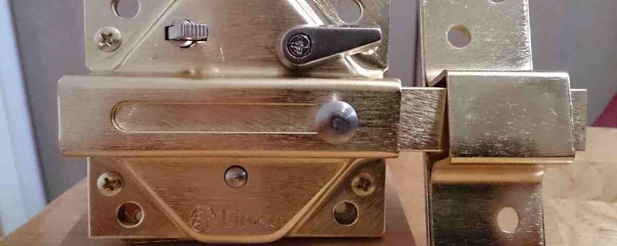 cerrojos 1200x480 - Instalación de todo tipo de cerraduras