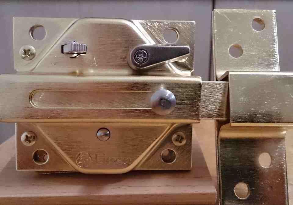 cerrojos 960x674 - Instalación de todo tipo de cerraduras