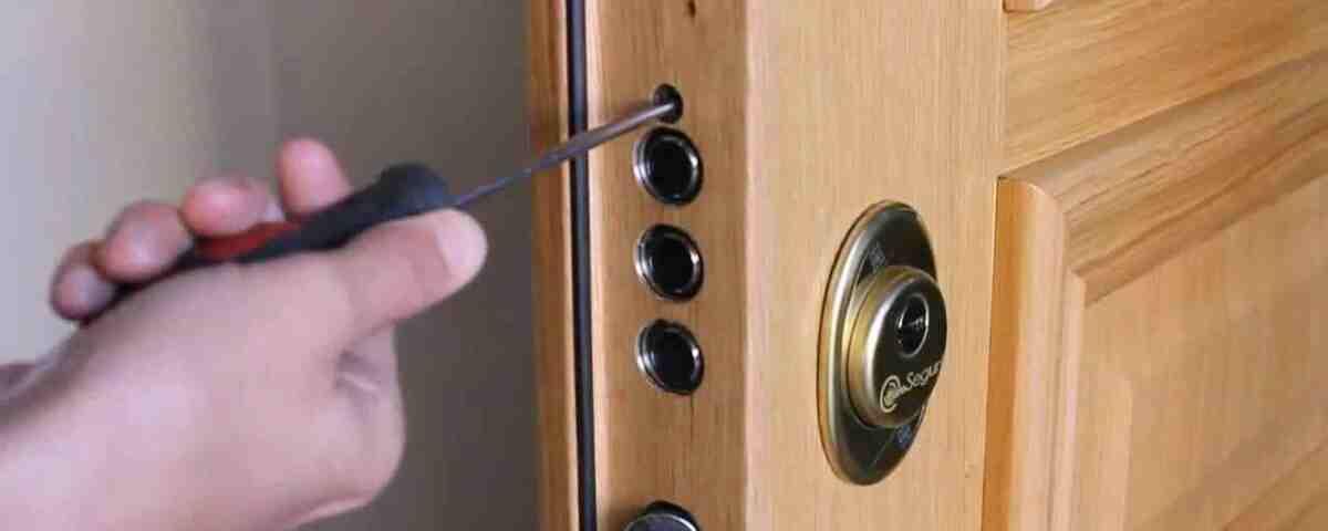 poner cerradura en puerta blindada 1200x480 - Instalar cambiar cerraduras baratos